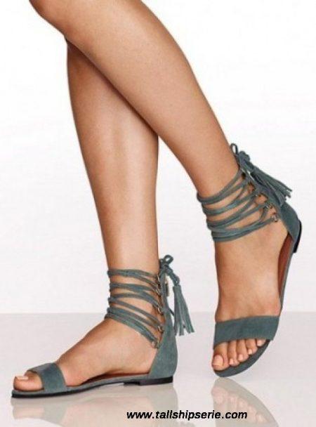 sandalet seçiminde trend, sandalet seçimi yapma, sandalet tercih ederken nelere dikkat edilmeli