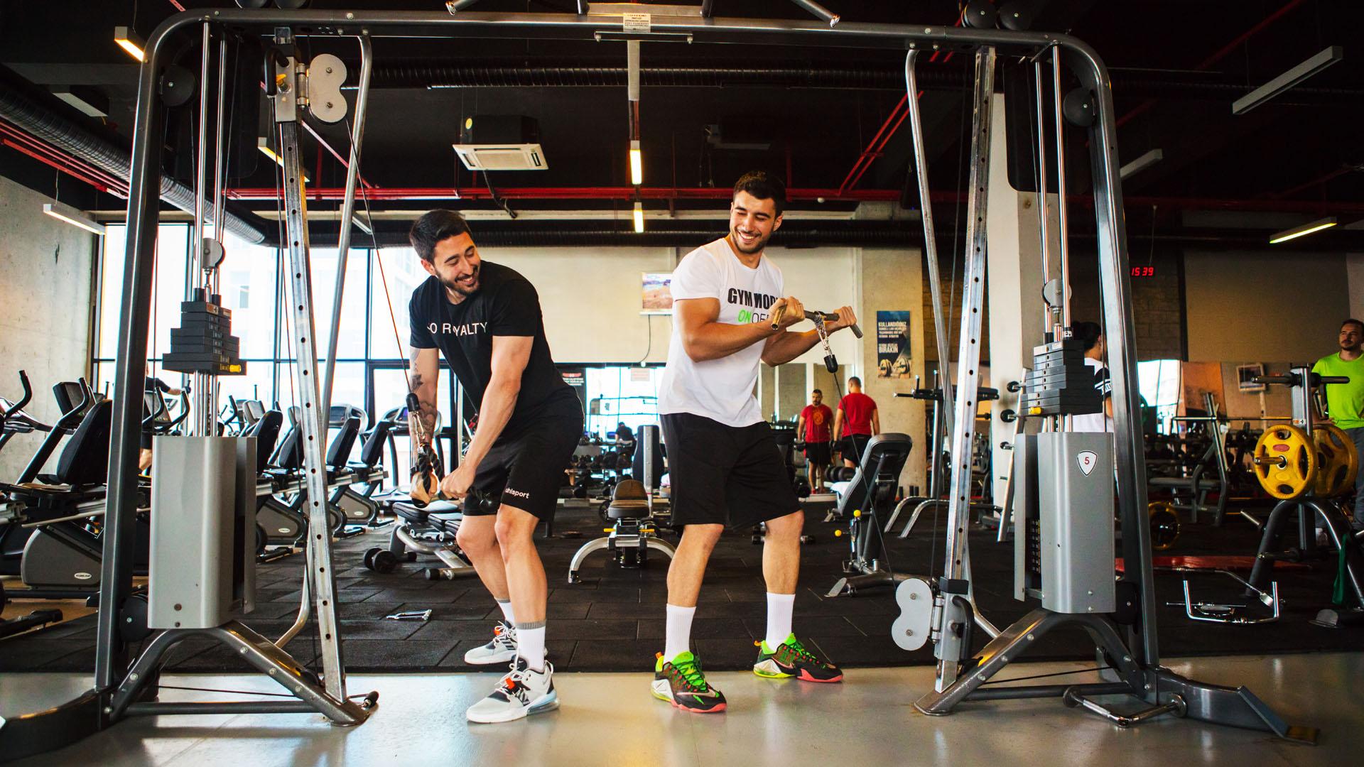 fitnessda neler gerekir, fitness çantası hazırlama, fitness çantasında olması gerekenler